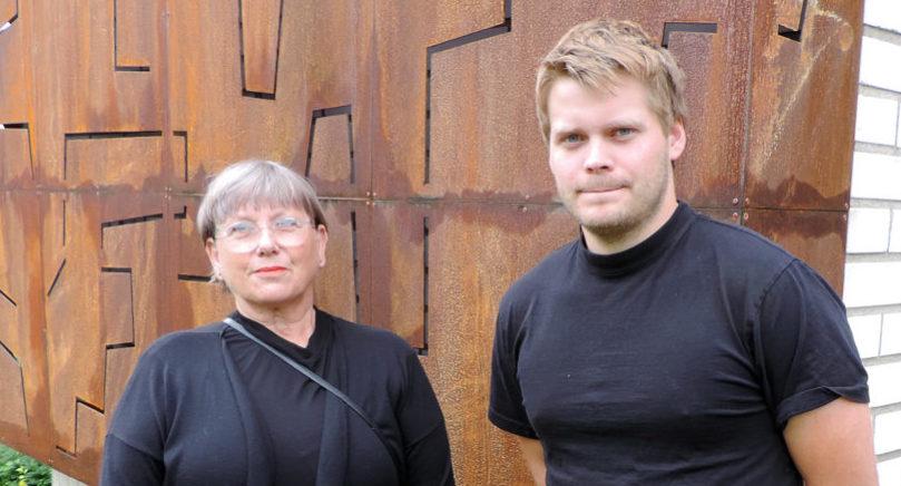 NYTT KONSTVERK Konstnären Barbro Eriksson har gjort verket Upplysningen till konstmuseets fasad.  Jack Mattsson från Cainby hjälpte till med konstruktionen och ljussättningen. Att göra något för sin hemstad är speciellt säger Barbro Eriksson.