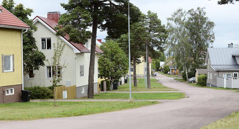 """TRÄDGÅRDSSTAD Öhbergsvägen och Torggatan i Sveden är ett utmärkt exempel på hur den ursprungligen amerikanska trenden """"Garden City"""" förverkligades i 30-talets Norden."""