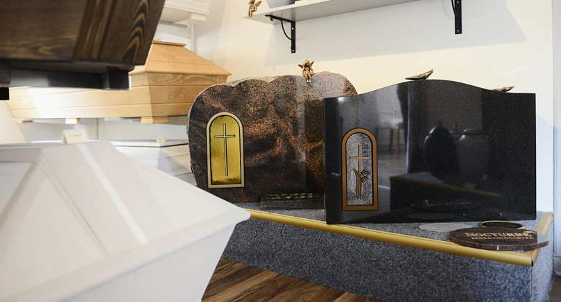 OVAN JORD Gravstenen ska stå på plats i många år. En sådan kan kosta flera tusen euro.