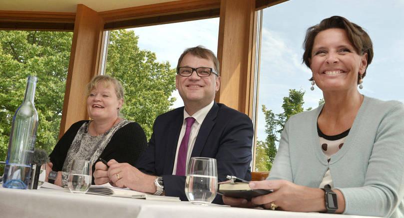 LER MEN LOVAR LITE Under sitt Ålandsbesök lovade statsminister Juha Sipilä ingenting om klumpsumman men ställde sig positivt till en höjning.