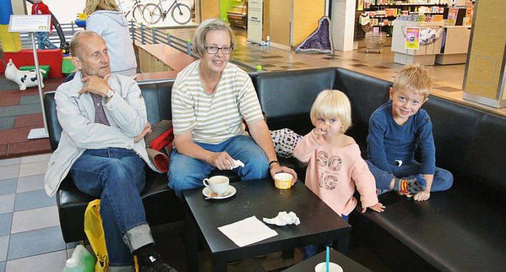 TVÅ HEM Susan Sundback och Lauri Karvonen är nöjda nyblivna pensionärer som har en foten på Åland och andra i Åbo.