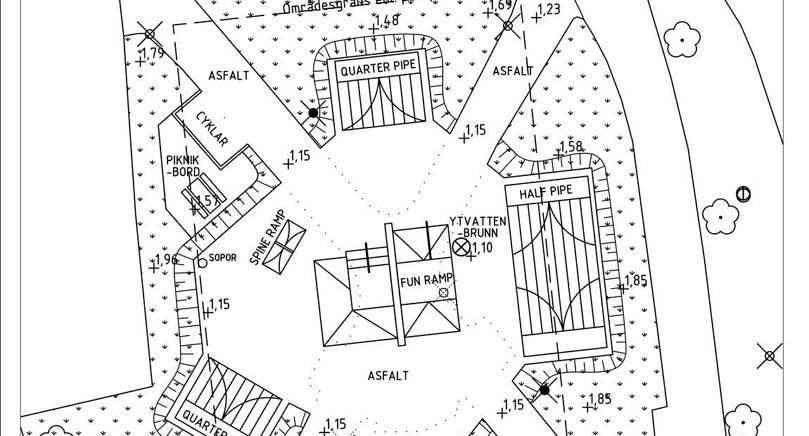 """NYA SKEJTPARKEN Den stora en """"half pipe""""- rampen i parkens östra del är en av tre ramper som byggs i höst."""