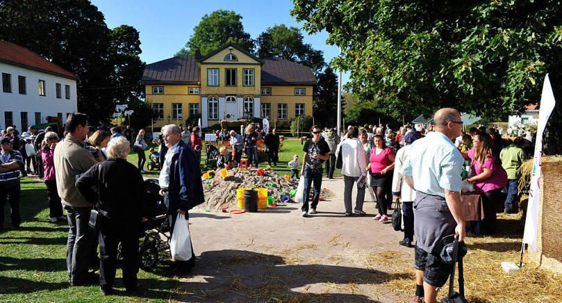 POPULÄRT EVENEMANG Skördefesten är väldigt omtyckt, men kravet på parkeringspass har förargat trogna besökare. Nu har Ann och Henrik Sundberg på Bolstaholms gård bestämt sig för att inte kontrollera parkeringspassen.