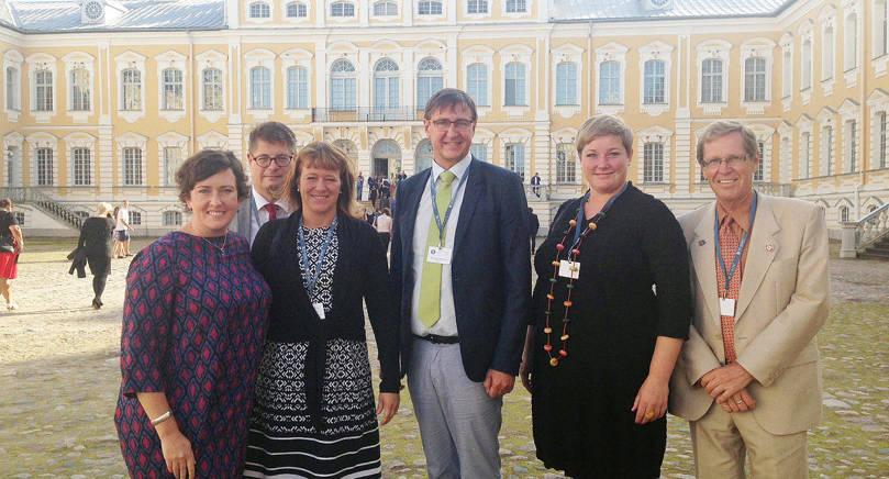 LEDARE Åland blev enhälligt vald till ordförandeland för Östersjökonferensen BSPC. Här är Ålandsdelegationen från årets konferens i Riga. Från vänster står Sara Kemetter, Niclas Slotte, Annette Holmberg-Jansson, Jörgen  Pettersson, Ingrid Johansson och Stephan Toivonen.