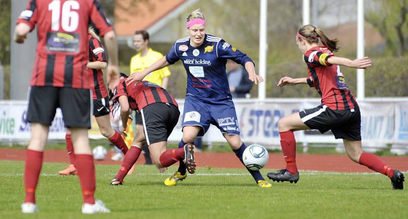 ÅU-COMEBACK Maiju Ruotsalainen, här i en match för Åland United mot PK-35 2012, tar över som huvudtränare för ÅU från och med nästa säsong.