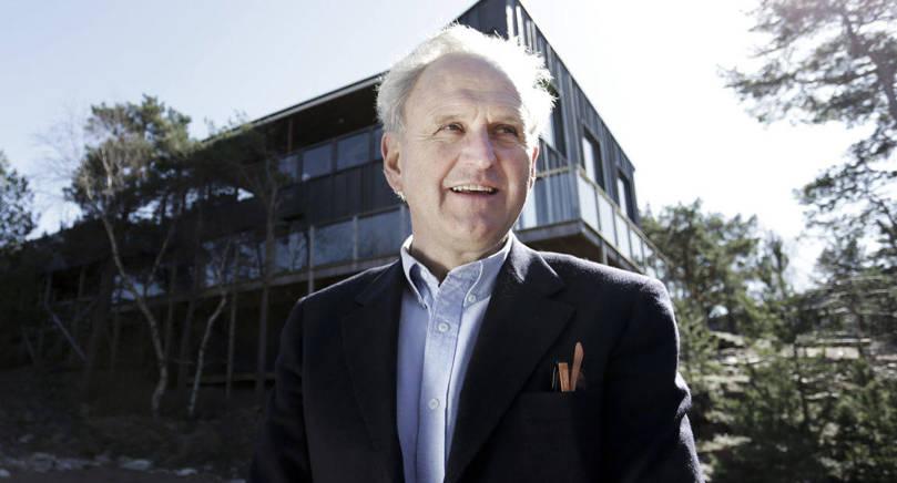 STANNAR KVAR Hotellmagnaten Sven Eric Hansson fortsätter trots tvisten med fastighetsbolaget Havsvidden Ab att driva hotellet och restaurangen - men han kan komma att minska sin ägarandel i bolaget.