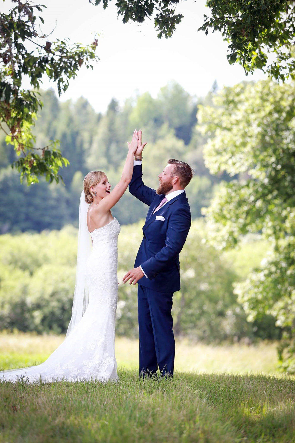 Victoria Henriksson och Edvard Dahlén, båda från Mariehamn, vigdes den 30 juli i Finströms kyrka. Makarnas gemensamma efternamn blir Dahlén. Vigselförrättare var kyrkoherde emeritus Roger Syrén.