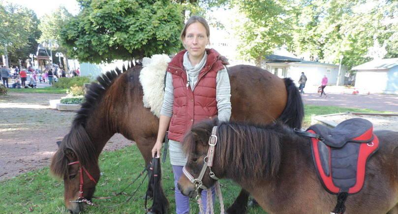 INTE RÄDDA Hästarna Hnokki och Linus är inte alls rädda för ljud i stan. De är vana med ljud hemma på gården säger Therese Söderberg-Lundqvist.