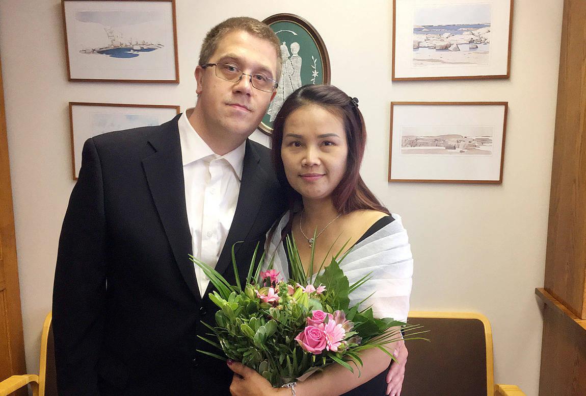 Varangkana Eriksson och Kjell Gustafsson från Mariehamn vigdes den 22 september i statens ämbetshus i Mariehamn. Makan tar efternamnet Gustafsson. Vigselförrättare var ställföreträdande häradsskrivare Rainer Åkerblom.