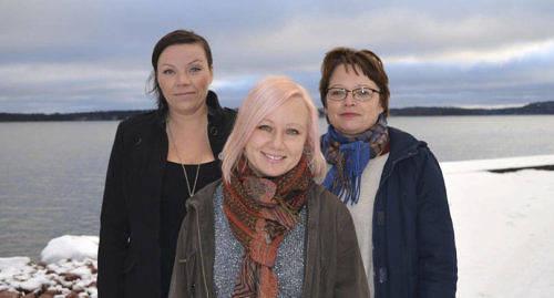 VANN I FJOL Linda Pussinen (till v�nster) vann f�rra �rets milj�pris. P� bilden ocks� Jessica Sundberg (mitten) och Annette Jansson fr�n �lands Natur & Milj�.