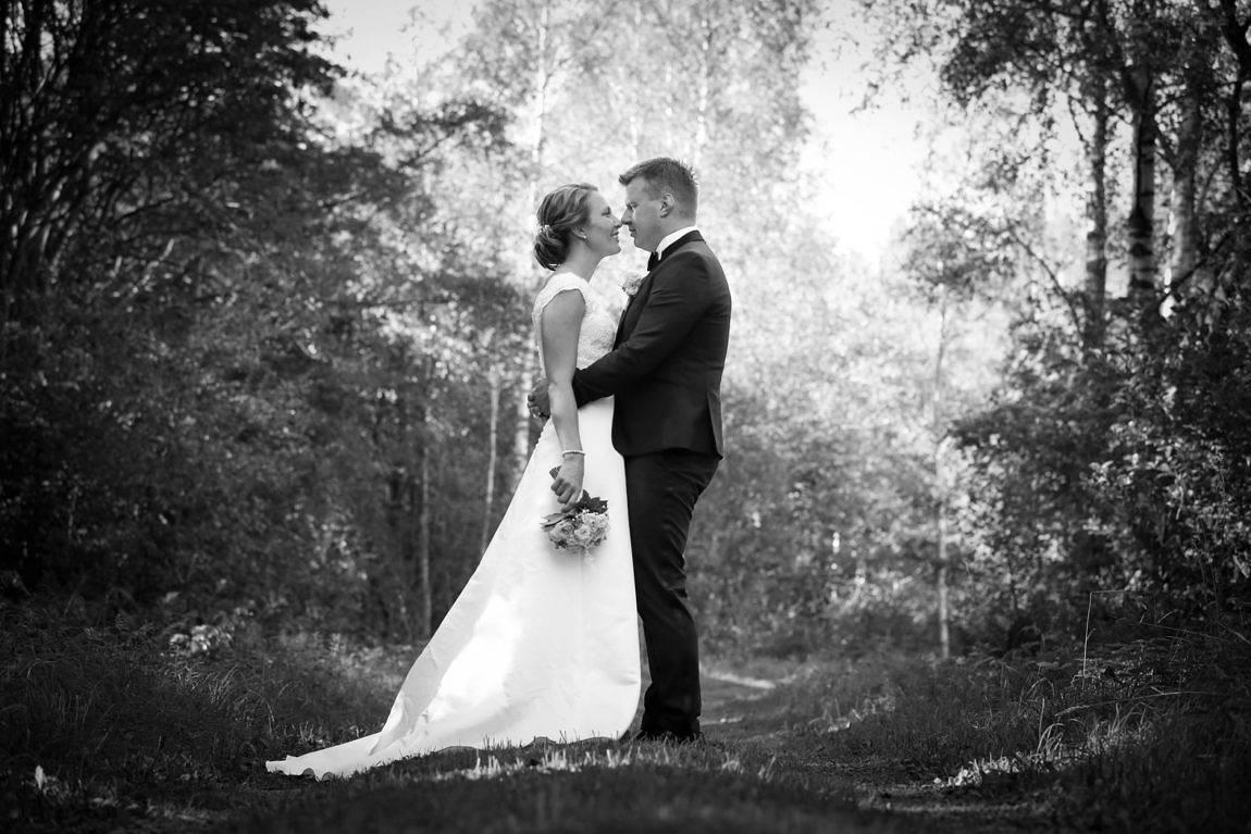 Josephine Thörnroos och André Sjöström från Eckerö Storby vigdes den 27 augusti i Brändö kyrka. Vigselförrättare var prästen Heikki Turakka. Makarna behåller sina respektive efternamn.