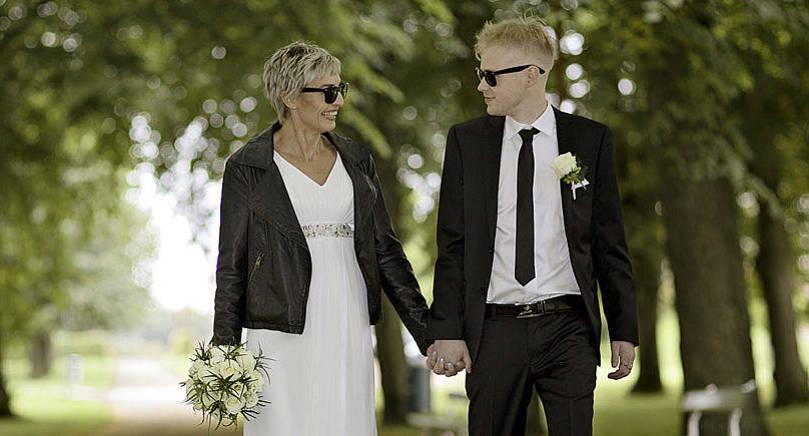 Arja Karppinen och Juri-Jose Mäntysalo, båda från Ikaalinen, vigdes lördagen den 24 september i stadshusbacken i Mariehamn. Det gemensamma efternamnet blir Mäntysalo. Vigseln förrättades av ställföreträdande häradsskrivare Rainer Åkerblom.