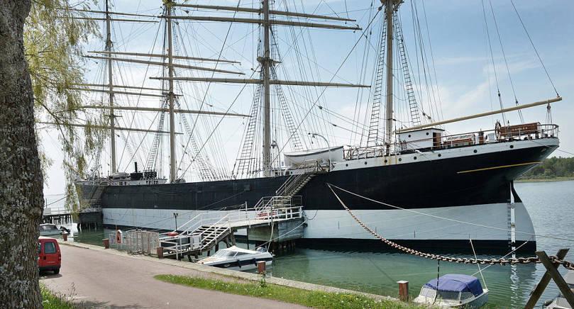 HAR BANTATS Pommerns blivande docka har bantats och stålpålarna blir både färre och kortare än i de ritningar som Nya Åland berättade om i går.