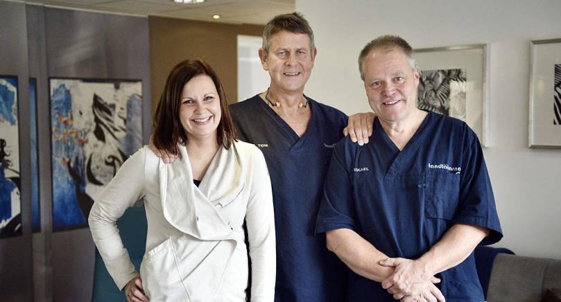 FYLLER TIO Attendo Tandläkarna fyller tio år, vilket de kommer att fira med öppet hus. På bilden: klinikchef Nina Ekqvist, tandläkarna och grundarna av företaget Tom Björkman och Mikael Lagström.