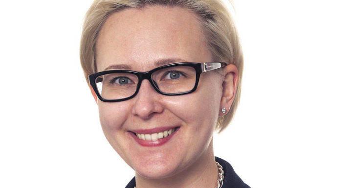 Maria Lohela, Finlands riksdags nya talman, har gett klartecken till att avskaffa svenskan som nationalspråk i Finland. Prioriteringarna går tvärt emot Ålands intressen, skriver insändarskribenten.