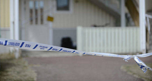 DELGIVEN Den 3 augusti knivskars en kvinna i Godby av sin f�re detta sambo. Dagen f�re h�ndelsen hade mannen delgivits information om att ex-sambon p� nytt ans�kt om bes�ksf�rbud.