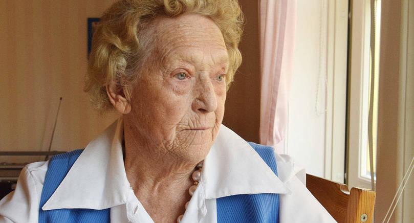 BLICKAR BAKÅT Saga Fagerström på Solgården har hundra år av levt liv att se tillbaka på. Visst syns det att kläder och smycken är ett intresse.