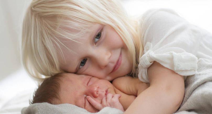 Matilda, 3 år, fick lillebrodern Filip den 30 augusti kl. 2.23. Föräldrar är Frida Gardberg och Daniel Blomster i Sund. Vid födseln vägde pojken 3,1 kilo och var 49 cm lång.