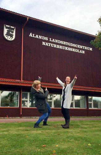 OPTIMISTISKA Duon bakom livsstilskonceptet Fananamma, Susanne Sivén och Fanny Lindström, flyttar in i den gamla naturbruksskolan vid Ålands Landsbygdscentrum.