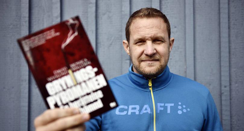 AKTUELL Författaren David Widlund kommer ur-         sprungligen från Kroklund i Saltvik men bor numera i Stockholm. Han har intresserat sig för Gryningspyromanen sedan 2007 och är nu aktuell      med en ny bok om honom.