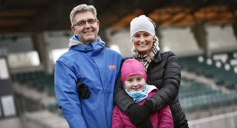 OMVÄXLING Peter Wahlstedt, Mathilda Wahlstedt och Sann Wahlstedt tog en kvällspromenad i stället för att gå till gymmet.