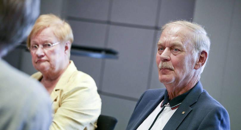 NYTT FÖRSLAG Ålandskommitténs presidium lade i går fram förslaget att utöka den åländska självstyrelselagstiftningen med en tredje behörighetslag. På bilden Tarja Halonen och Gunnar Jansson, ordförande respektive vice ordförande i  kommittén.