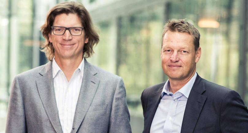 Niklas Zennström och Ålandsbankens vd Peter Wiklöf.