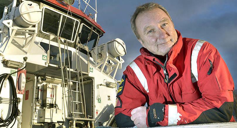 LIVRÄDDARE Dag Lindholm, verksamhetsledare på Ålands Sjöräddningssällskap, rycker ut med sitt gäng när olyckan varit framme till sjöss.