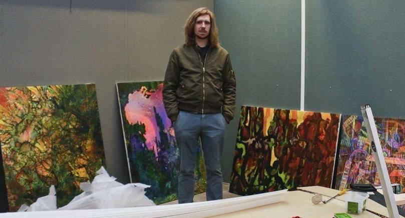 """BYGGER UTSTÄLLNING Bo Söderlund har vernissage för sin utställning """"Explodera"""" på lördag. Utställningen byggs upp i ett växthus."""