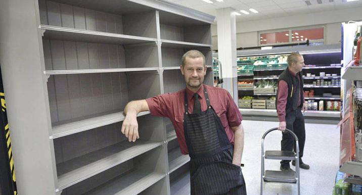 TOMT Allt fler hyllor gapar nu tomma inne på Citylivs. Om det fortsätter så här kan butiken inte hålla öppet till den 31 januari som planerat, säger vd Magnus Karlsson.