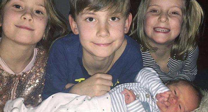 Tuva, 7 år, Hannes, 9, och Line, 6 år, säger hej och välkommen till sin nya lillebror som föddes den 10 januari klockan 16.13. Han var vid födseln 46 cm lång och vägde 2805 gram. Föräldrar är Annica och Pontus Eliasson. Familjen bor i Jomala.