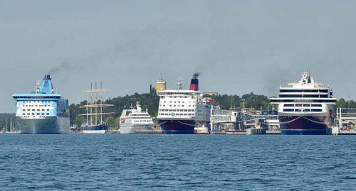 BIDRAR Viking Line, Eckerö Line och Tallink Silja vill alla vara med och fira Finlands 100-årsjubileum.
