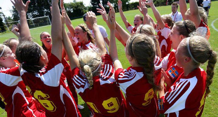 LOTTAT OCH KLART Öspelsgrupperna i fotboll är lottade och för Ålands damer väntar gruppspelsmatcher mot Isle of Man, Ynys Môn och Yttre Hebriderna.