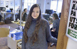 TESTAR TIDNING Dagens ålänning Eva Jacukevica praktiserar på Nyan men drömmen är att ha ett eget företag.