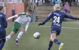 BRÖDLÖSA Åland Uniteds spelare har av ÅCA fått bröd, smör, ost och mjölk till mellanmål efter träningarna, men nu är det slut med det. Bilden är från träningsmatchen mot IFK Mariehamns P02-lag i helgen.