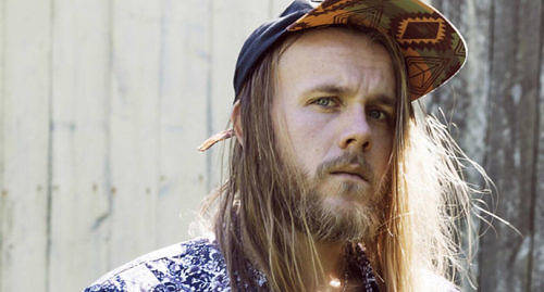 MED GITARR Yohan Henriksson sjöng i The Voice of Finland igår. Klicka på bilden för att se programmet.