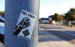 INTE HÄR? På Åland finns i nuläget ingen synlig våldsbejakande högerextremism. Men på Gotland, som Åland i bland jämförs med, har de högerextrema organisationer varit väldigt aktiva. Bilden är en arkivbild från 2013 då klistermärken för den nazistiska hemsidan Nordfront spreds i Mariehamn.