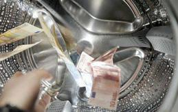 PENNINGTVÄTT? Ansvarsfrågan för att stulna pengar gått via Paf till den åländska allmännyttan är upp till domstolen att avgöra. I ett fall i England betalade spelbolaget tillbaka de stulna pengarna.