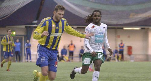 JAGAR NYA POÄNG Luckymore Mkosana och hans IFK Mariehamn leder grupp D i Finlands cup.
