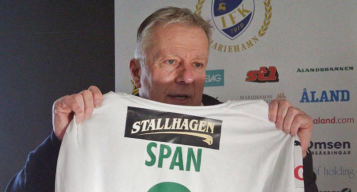 TRÖJREKLAM Eftersom IFK marknadsför bryggeriet berörs man inte av restriktionerna för reklam för alkoholhaltiga drycker. På bilden klubbdirektör Peter Mattsson.