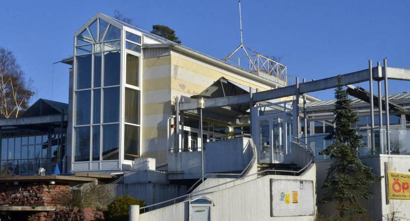 FÅR LIV IGEN Det i dag ödsliga Marieparkhuset i hamnen ska bli stugbyns servicebyggnad med bland annat ett café.