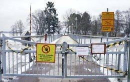 AVSPÄRRAT Evira har nu lyft skyddszonen kring Lilla Holmen i Mariehamn men avspärrningen gäller fortsättningsvis.