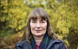 Sari Laine har samarbetat med unga och gamla för att förverkliga boken.