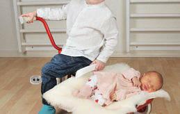 Titta Karlsson och André Eriksson i Mariehamn fick dottern Novalie den 7 februari kl. 9.17. Vid födseln vägde hon 3105 gram och var 47 cm lång. Storasyskonen heter Tobias, Nea, Nora och Wilmer (med på bilden),