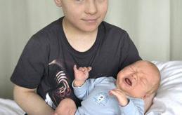 Nu har Linus blivit storebror. Lillebror föddes den 28 februari klockan 02.15 med längden 52,5 kilo och längden 4130 gram. Föräldrar är Linda Wideman och Jim Törnvall i Mariehamn.