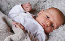 Emma Andersson och Mathias Sandberg i Lemland har blivit föräldrar till Elsa. Hon föddes den 9 februari klockan 08:16 med längden 50,5 cm och vikten 3400 gram.