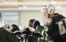 KÄNNER SIG SVIKEN Robin Englund menar att han varit lojal mot IFK Mariehamn och alltid haft en professionell attityd. Därför känner han sig nu sviken när han får ta emot kritik av tränare Kenneth Westerback.