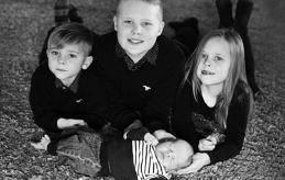 Hanna och Simon Karlsson i Jomala Gottby fick en son den 15 februari kl. 17.24. Vid födseln vägde han 4¿050 gram och var 52 cm lång. Storasyskonen heter Alfons, Alvar och Alvina.