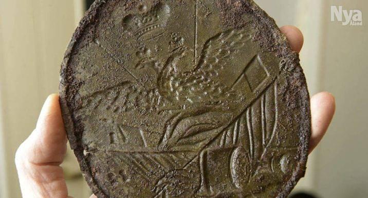 BLIR RÄTTSSAK Det här är ett av föremålen som amatörarkeologen hittade i Geta 2015. Han har vägrat avslöja var fynden gjordes och nu åtalas han för fornminnesförseelse.