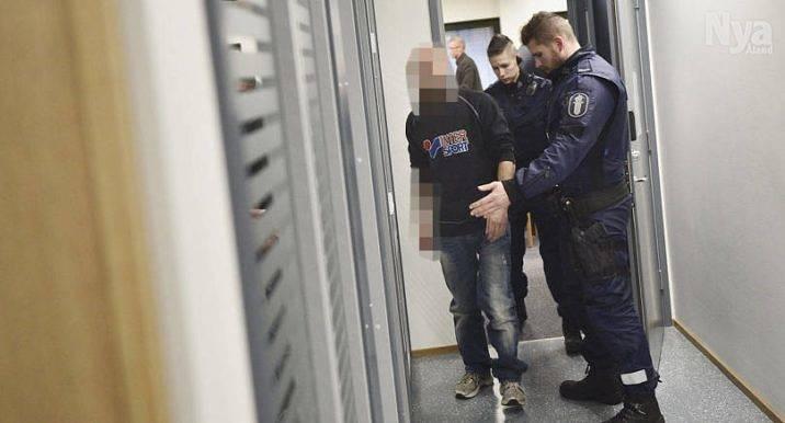 PÅ VÄG TILL RÄTTEN Bilden på mannen som är misstänkt för försök till mord togs vid häktningsförhandlingen i tingsrätten den 18 januari.